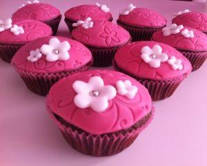 _okol_dov_cupcakes_s_r_ov_m_marcip_nem_a_kyti_kou