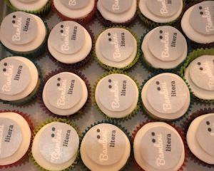 Cupcakes_s_logem