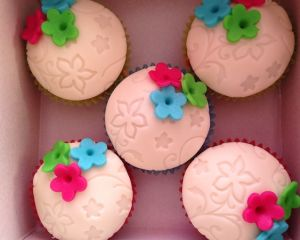 Marcip_nov_cupcakes_s_barevn_ma_kyti_kama