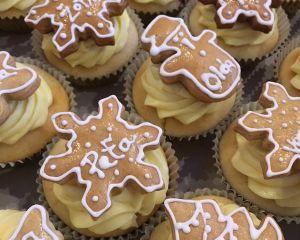 Cupcakes vánoční - vanilkové s perníčky
