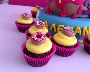 Simpsonov_cupcakes_s_kr_mem_a_donutem