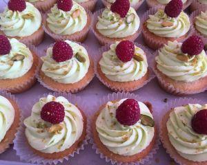 Pistáciové Cupcakes s malinami