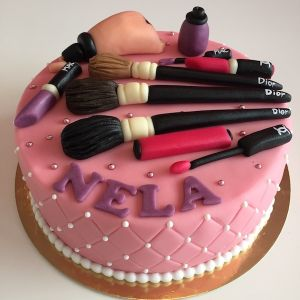 Dort make-up - šminky - Dior, Chanel, Mac