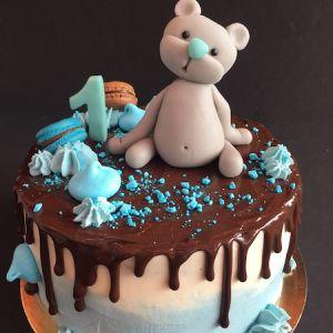 Dort - drip cake s čokoládou a s medvídkem