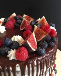 Naked_cake_polit_okol_dou_s_ovocem