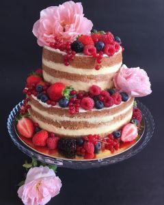Naked_cake_s_r_emi_a_ovocem