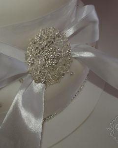 svatební dort - perličky a brož
