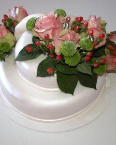 Svatební dort 2.p. perleťový s živými květinami