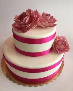 svatební dort - růžové stuhy a růžové květiny