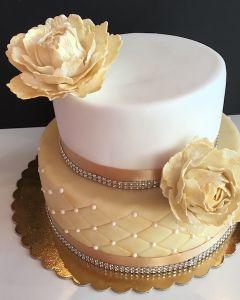 svatební dort - zlato-bílý s pivoňkami