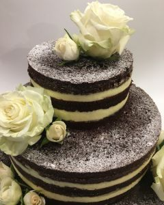Svatební dort - naked cake - nahý dort pocukrovaný - bílé růže