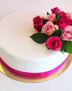 Svatební dort - jednopatrový - růžové živé růže