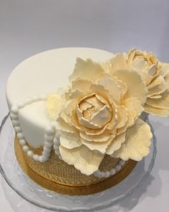 svatební dort - zlatá svatba - zlaté pivoňky
