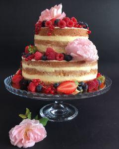 Svatební dort - nahý dort - naked cake s růžemi a ovocem