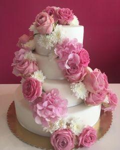 svatební dort 4.p. - růžové živé růže