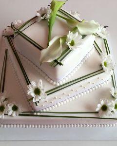 svatební dort - hranatý asymetrický - kopretiny