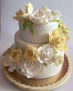 Svatební dort - žluté a bílé růže