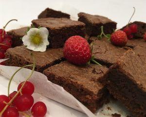 _okol_dov_brownies_s_ovocem