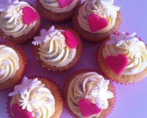 V_no_n_zamilovan_cupcakes_s_vanilkov_m_kr_mem